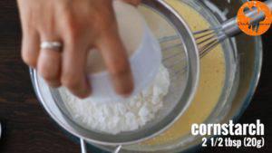 Đam Mê Ẩm Thực Thêm-bột-mì-đa-dụng-bột-ngô-muối-lọc-qua-rây-và-trộn-cho-đến-khi-quyện-đều2-300x169