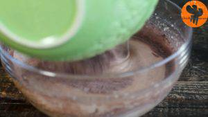Đam Mê Ẩm Thực Thêm-dần-dần-hỗn-hợp-bột-ở-bước-1-và-đánh-cho-đến-khi-quyện-đều2-300x169