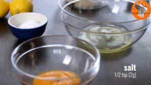 Đam Mê Ẩm Thực Thêm-muối-vào-bát-lòng-trắng-trứng-và-đánh-bông-300x169