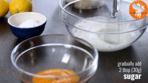 Đam Mê Ẩm Thực Thêm-muối-vào-bát-lòng-trắng-trứng-và-đánh-bông3-300x169