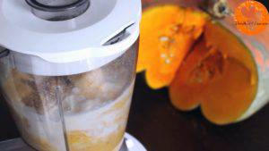 Đam Mê Ẩm Thực Thêm-sữa-chua-sữa-tươi-bí-ngô-xay-nhuyễn-táo-chuối-bột-quế-bột-hạt-nhục-đậu-khấu-chiết-suất-vani-mật-ong-6-viên-đá-và-xay-cho-đến-khi-nhuyễn4-300x169