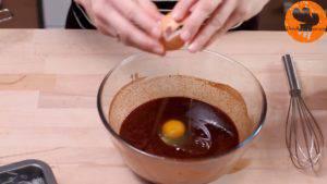 Đam Mê Ẩm Thực Thêm-trứng-từng-quả-một-và-trộn-đều-300x169