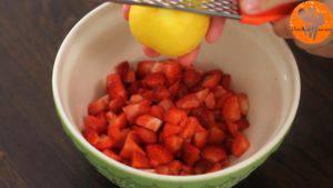 Đam Mê Ẩm Thực Thêm-vỏ-từ-1-quả-chanh-tây-đường-kính-bột-ngô-và-trộn-đều-300x169