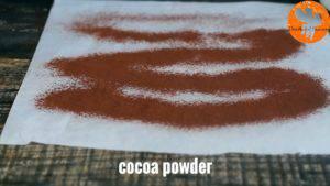 Đam Mê Ẩm Thực Trải-giấy-nến-ra-bàn-và-rắc-đều-bột-cacao2-300x169