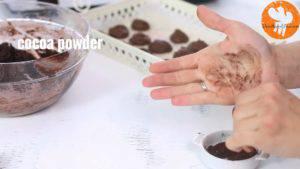 Đam Mê Ẩm Thực bôi-bột-cacao-lên-tay-300x169