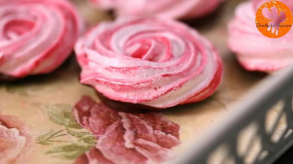 Đam Mê Ẩm Thực cach-lam-banh-meringue-chocolate-hoa-hong-dammeamthuc.com_