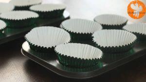 Đam Mê Ẩm Thực lót-giấy-cupcake-vào-khuôn.jpg-1-300x169