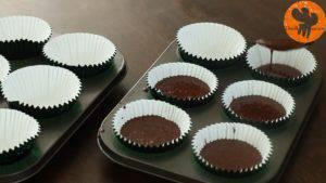 Đam Mê Ẩm Thực múc-hỗn-hợp-vào-giất-cupcake-300x169