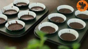 Đam Mê Ẩm Thực múc-hỗn-hợp-vào-giất-cupcake.jpg-1-300x169