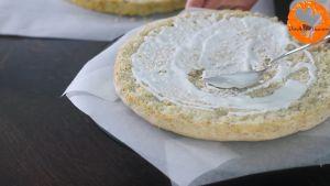Đam Mê Ẩm Thực Chia-đều-bánh-thành-3-lớp.-Phết-đều-sữa-dừa-và-phủ-kín-hỗn-hợp-kem-Whipping-và-Mascarpone-vừa-làm-lạnh-lần-lượt-lên-3-lớp-bánh4