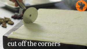Đam Mê Ẩm Thực Chia-bột-bánh-nhiều-lớp-làm-2-và-cắt-các-góc-thành-2-mảng1