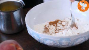 Đam Mê Ẩm Thực Cho-đường-nâu-bột-mì-đa-dụng-bột-quế-vào-bát-và-trộn-đều-3-300x169