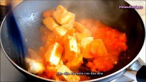Đam Mê Ẩm Thực Cho-đậu-đã-rán-vào-chảo-và-đảo-đều-cùng-với-sốt-cà-chua2