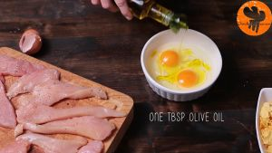 Đam Mê Ẩm Thực Cho-2-quả-trứng-dầu-ôliu-vào-bát-và-đánh-đều2