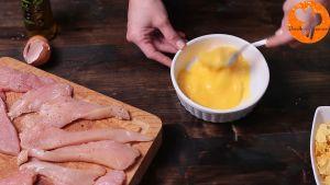 Đam Mê Ẩm Thực Cho-2-quả-trứng-dầu-ôliu-vào-bát-và-đánh-đều3