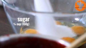 Đam Mê Ẩm Thực Cho-4-quả-trứng-đường-chiết-suất-vani-vào-bát-và-đánh-bông-cho-đến-khi-quyện-đều2-300x169