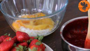 Đam Mê Ẩm Thực Cho-4-quả-trứng-đường-chiết-suất-vani-vào-bát-và-đánh-bông-cho-đến-khi-quyện-đều4-300x169