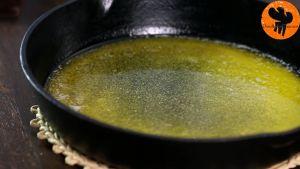 Đam Mê Ẩm Thực Cho-bơ-vào-chảo-9-10-inch-23-25-cm-để-lửa-nhỏ-và-đun-đến-khi-tan-chảy.-Sau-đó-cho-ra-rây-để-nguội5