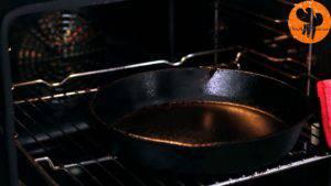 Đam Mê Ẩm Thực Cho-bơ-vào-chảo-nóng-và-đặt-lại-trong-lò-trong-vòng-1-phút-cho-đến-khi-bơ-tan-hoàn-toàn.-Sau-đó-cho-chảo-ra-rây-để-nguội-300x169