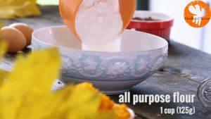 Đam Mê Ẩm Thực Cho-bột-mì-đa-dụng-bột-baking-powder-bột-hạt-nhục-đậu-khấu-bột-quế-vào-bát-và-khuấy-đến-khi-quyện-đều-300x169