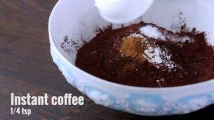 Đam Mê Ẩm Thực Cho-bột-mì-đa-dụng-bột-cacao-bột-Baking-powder-muối-bột-cà-phê-vào-bát-và-trộn-đều5-300x169
