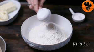 Đam Mê Ẩm Thực Cho-bột-mì-đa-dụng-muối-bột-Baking-powder-vào-bát-và-trộn-đều2