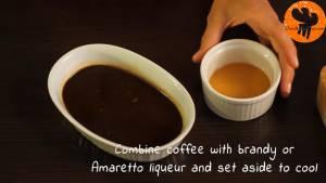 Đam Mê Ẩm Thực Cho-cà-phê-vào-bát-nước-nóng-và-khuấy-hòa-tan