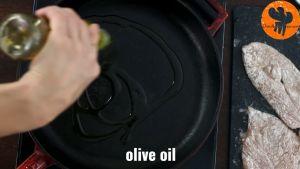Đam Mê Ẩm Thực Cho-dầu-oliu-vào-chảo-để-lửa-nhỏ