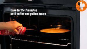 Đam Mê Ẩm Thực Cho-hỗn-hợp-ở-bước-2-vào-chảo-bơ-và-cho-vào-lò-nướng-15-17-phút-cho-đến-khi-bánh-có-màu-vàng-nâu2-1-300x169