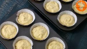 Đam Mê Ẩm Thực Cho-hỗn-hợp-ở-bước-3-vào-khuôn-đã-lót-sẵn-giấy-cupcake.-Sau-đó-cho-khuôn-vào-lò-và-nướng-khoảng-20-25-phút-1