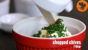 Đam Mê Ẩm Thực Cho-kem-Cheese-bột-tỏi-hẹ-tây-thái-nhỏ-chút-muối-chút-hạt-tiêu-vào-bát-và-trộn-cho-đến-khi-quyện-đều3