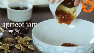 Đam Mê Ẩm Thực Cho-mứt-Mơ-Việt-Quất-sấy-hạt-Óc-Chó-nướng-vào-bát-và-khuấy-đều