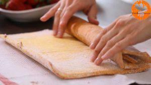 Đam Mê Ẩm Thực Cho-mứt-dâu-tây-lên-mặt-bánh-gato-và-trải-đều-300x169