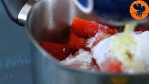 Đam Mê Ẩm Thực Cho-quả-dâu-tây-đã-thái-lát-đường-kính-bột-ngô-nước-ép-chanh-vào-nồi-đun-20-25-phút-cho-đến-khi-hỗn-hợp-sánh-mịn-6