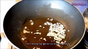 Đam Mê Ẩm Thực Cho-tỏi-đã-băm-nhỏ-cà-chua-thái-hạt-lựu-vào-chảo-và-đảo-đều-trong-1-phút