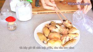 Đam Mê Ẩm Thực Khi-cánh-gà-đã-chín-1-phần-ta-bỏ-cánh-gà-ra-và-cho-cánh-gà-vào-túi-nilong