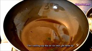 Đam Mê Ẩm Thực Khi-chảo-nóng-già-cho-1-muỗng-dầu-ăn-vào-chảo-và-láng-đều2