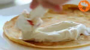 Đam Mê Ẩm Thực Phết-đều-kem-cheese-ở-bước-1-lên-nửa-mặt-bánh-và-gấp-lại-làm-4-1-300x169