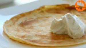Đam Mê Ẩm Thực Phết-đều-kem-cheese-ở-bước-1-lên-nửa-mặt-bánh-và-gấp-lại-làm-4-300x169