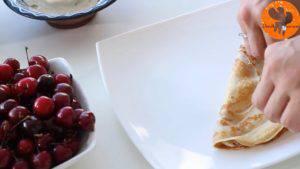 Đam Mê Ẩm Thực Phết-đều-kem-cheese-ở-bước-1-lên-nửa-mặt-bánh-và-gấp-lại-làm-4-6-300x169