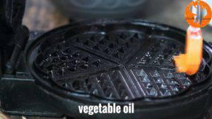 Đam Mê Ẩm Thực Phết-dầu-thực-vật-lên-chảo-nướng-300x169