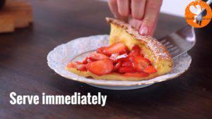 Đam Mê Ẩm Thực Rắc-đường-bột-và-cắt-bánh-cho-ra-đĩa-thưởng-thức4-300x169