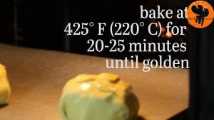 Đam Mê Ẩm Thực Sau-đó-cho-khay-bánh-vào-lò-nướng-20-25-phút-cho-đến-khi-bột-bánh-có-màu-vàng