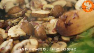 Đam Mê Ẩm Thực Sau-đó-cho-nấm-mỡ-thái-lát-vào-chảo-và-khuấy-đều-đến-khi-nấm-chín-và-có-màu-nâu1