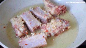 Đam Mê Ẩm Thực Sau-30-phút-cho-dầu-ăn-vào-chảo-chống-dính-đun-với-lửa-vừa-mức-trung-bình2