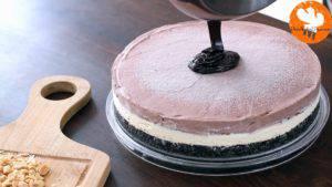Đam Mê Ẩm Thực Sau-khi-bánh-đã-thành-kem-lấy-bánh-ra-và-trải-đều-lớp-phủ-Chocolate-ở-bước-15-300x169
