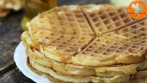 Đam Mê Ẩm Thực Sau-khi-bánh-chín-có-màu-vàng-nâu-cho-bánh-ra-đĩa-và-cứ-làm-như-thế-cho-đến-khi-hết-bột10-300x169