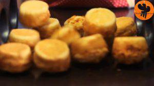 Đam Mê Ẩm Thực Sau-khi-nướng-xong-cho-khuôn-ra-rây-để-nguội-và-dùng-dao-tách-bánh-khỏi-khuôn4-300x169