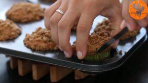 Đam Mê Ẩm Thực Sau-khi-nướng-xong-cho-khuôn-ra-rây-và-tách-bánh-ra-khỏi-khuôn-để-nguội-3-300x169