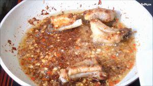 Đam Mê Ẩm Thực Sau-khi-xả-tỏi-ớt-chín-đều-cho-sườn-ra-đĩa-và-hoàn-thành